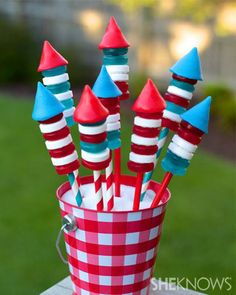 These bottle rockets made of candy are a kid-friendly, edible craft that will be a BLAST this Fourth of July.