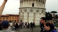 Photobomber Trolls Tourists at Leaning Tower of Pisa . Troll high-fiving people in Pisa Laughing And Crying, People Laughing, Places Around The World, The Places Youll Go, Funny Lists, Are You Not Entertained, Perfect Image, Funny Images, Tuscany