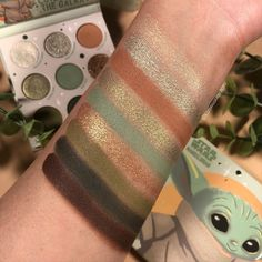 "967 curtidas, 21 comentários - Elizabeth Dagger (@lizdaggerbeauty) no Instagram: ""Cutest in the Galaxy! 👽 After seeing @makeup.just.for.fun & @pink4passions gorgeous swatches of the…"""