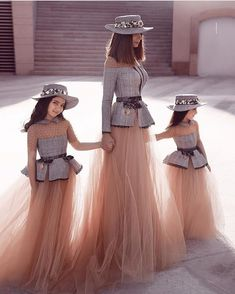 fashion kids the ideas Mother Daughter Fashion, Mother Daughter Dresses Matching, Mother Daughters, Mode Outfits, Girl Outfits, Girl Fashion, Fashion Dresses, Travel Fashion, Fashion Group