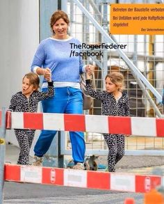 Mirka Roger Federer with twin girls Roger Fedrer, Roger Federer Family, Mirka Federer, Mr Perfect, Myla, Twin Girls, Tennis Players, Ufc, Poetry