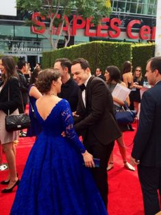 Jim Parsons & Mayim Bialik - The Big Bang Theory - totally how I want to do my hair next time I have an updo-worthy occasion!
