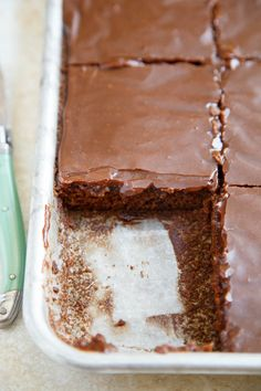 Quarter sheet cake is a small, mini cake. This version is a Texas Chocolate Sheet Cake, quartered to serve just people! Perfect for a small or mini cake recipe. If you've never tried Texas sheet cake, you are missing out! Southern Desserts, Köstliche Desserts, Chocolate Desserts, Dessert Recipes, Pie Dessert, Frosting Recipes, Cake Bars, Texas Chocolate Sheet Cake, Cake Chocolate