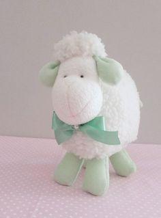 Carneirinho Bento decorativo Decoração de chá de bebê, chá de bebê tema ovelha, ovelhinha, chá de fralda, festa batizado, chá de apresentação, tema ovelha, decoração, mesa de bolo, mesa de doces, decoração quarto de bebê tema ovelhas, carneiro, carneirinho