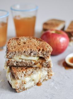 Caramel Apple Grilled Cheese | howsweeteats.com