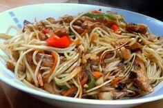 Kurczak Chow Mein to bardzo dobra potrawa z makaronem Chow Mein, Chow Chow, Japchae, I Foods, Poultry, Salad Recipes, Food Porn, Food And Drink, Dinner