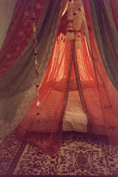 Pretty bed canopy