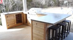 Are you in search of outdoor kitchen cabinet ideas? We have a pick of 25 amazing outdoor kitchen cabinets! Simple Outdoor Kitchen, Outdoor Kitchen Plans, Outdoor Sinks, Kitchen Modular, Outdoor Kitchen Countertops, Outdoor Kitchen Design, Concrete Countertops, Home Decor Kitchen, Diy Kitchen
