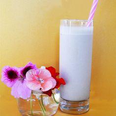 Milkshake proteic Spring Salad, Spring Recipes, Easter Treats, Detox Drinks, Glass Of Milk, Fitness, Vegan Recipes, Banana, Food