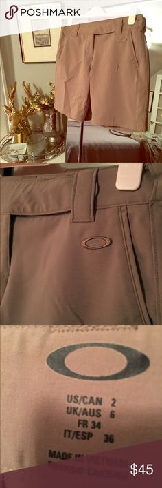 Oakley Women's Golf Shorts⛳️ Dark khaki color, lightweight, moisture-wicking material perfect for a day on the links ⛳️ Oakley Shorts Bermudas