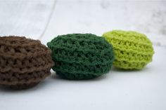 Perfect for the St Patricks Day lover in your life or even for yourself!  Each scrubbie measures approximately 3 wide and 1.5 thick. All items are made with nylon mesh and are created thick for added scrubbing power and durability. They can be easily washed in a dishwasher (recommended) or a washing maching and air dried. (Washing with delicate clothing may cause snags. Always wash with more durable items, such as blue jeans or towels.)  Created in a smoke-free and pet-free environment…
