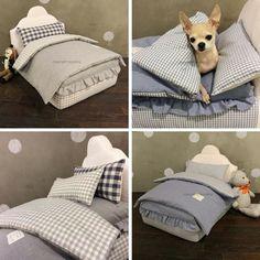 NIEUW !!!  LouisDog Egyptian Cotton Boxspring Bed  Slaapt uw hond het liefste bij u in bed ? Vanaf nu kunt u uw hond zijn eigen echte boxspring bed geven !   Dit hondenbed is dan ook een echt boxspring bed in mini formaat speciaal gemaakt voor ( kleine) honden en katten !!  Dit super de luxe hondenbed van LouisDog is volledig vervaardigd van 100 % natuurlijk Egyptisch katoen met blauwe of grijze bekleding. De volledige bekleding is afneembaar en wasbaar in de wasmachine.  Het hondenbed…