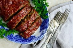 Nothing says cozy homey-ness like my homestyle meatloaf. I love to brush my meatloaf with ketchup that will caramelize while the meatloaf is baking. Best Meatloaf, Meatloaf Recipes, Meat Recipes, Dinner Recipes, Cooking Recipes, Recipies, Jewish Recipes, Hamburger Recipes, Meatball Recipes