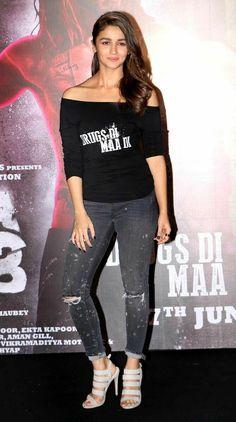 Alia Bhatt's last Bollywood outing 'Kapoor & Sons' was a box-office hit as well. Pic/Yogen Shah : Photos: Shahid, Alia, Kareena at 'Udta Punjab' trailer launch Bollywood Actress Hot Photos, Bollywood Celebrities, Bollywood Fashion, Geisha, Alia Bhatt Varun Dhawan, Kapoor And Sons, Alia Bhatt Photoshoot, Udta Punjab, Aalia Bhatt
