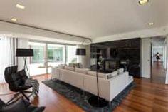 Salas de estilo moderno por Atelier Lopes da Costa https://www.homify.com.mx/libros_de_ideas/2544611/20-ideas-para-que-el-area-de-tu-tv-se-vea-sensacional
