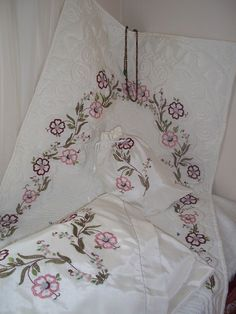 Facebook Ribbon Embroidery, Needlework, Bed Pillows, Shirt Designs, Facebook, Model, Handmade, Ideas, Needlepoint