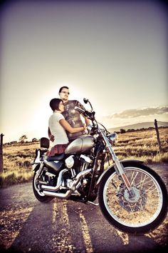 couples motorcycle photography - minus the skirt..really cute pics