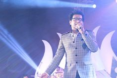 Haricharan performing during the show