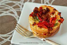 Savory sausage bread pudding muffins | www.yankeekitchenninja.com