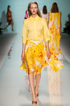 Catwalk photos and all the looks from Emanuel Ungaro Spring/Summer 2015 Ready-To-Wear Paris Fashion Week Spring 2015 Fashion, Spring Summer 2015, Runway Fashion, Fashion Show, Fashion Design, High Fashion, Yellow Clothes, Spanish Fashion, Barbarella