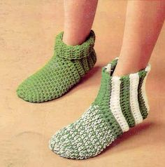 Crochet pattern: slipper// free and easy! My very first house slippers