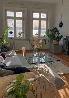 Chic Interior Design | #opulentmemory #minimalist #houseplants #parisian #homedcor #classic House Rooms, Dream Apartment, House Design, Aesthetic Rooms, Interior Design, Home Decor, House Interior, Room Decor, Apartment Decor