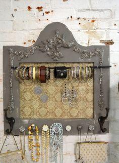 Fabriqué à la main droite dans notre studio ! Organisez vous des colliers, boucles doreilles, bracelets, foulards, sacs à main etc.. Parfait pour