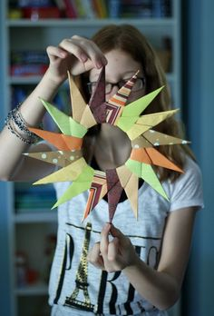 Crafting with paper is such fun and the art of Origami is amazing! Easily learn paper folding crafts step by step. Enjoy trying different Origami crafts! Crafts To Do, Fall Crafts, Holiday Crafts, Crafts For Kids, Paper Crafts, Diy Crafts, Origami Wreath, Origami Paper, Oragami