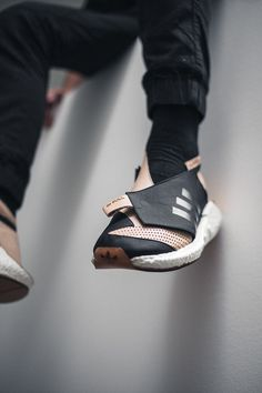 ConceptKicks X TheShoeSurgeon Winner on Behance New Sneakers, Classic Sneakers, Sneakers Fashion, Sports Footwear, Sports Shoes, Huarache, Gents Shoes, Sneakers Sketch, Shoe Pattern