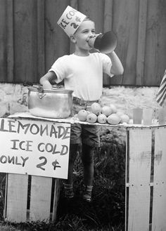 Lemonade stand, 1950s Photo by H. Armstrong Roberts