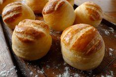 Hungarian Recipes, Savory Snacks, Garlic Bread, Pretzel Bites, Food And Drink, Baking, Breads, Foods, Drinks