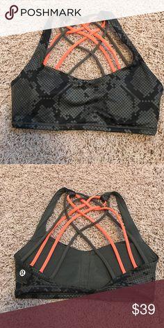 lululemon free to be wild bra sz 4 Dark green and black snakeskin print with green and orange straps. Size 4. Only worn 3 times. lululemon athletica Intimates & Sleepwear Bras