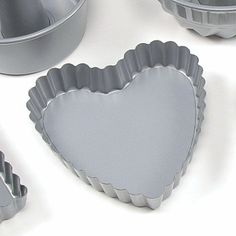 MINI BAKING PANS, Fluted Heart. Pack of 6. $22.99