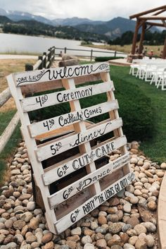 DIY order of events wedding sign painted on a wood pallet | Linda Threadgill Photography via My Hotel Wedding