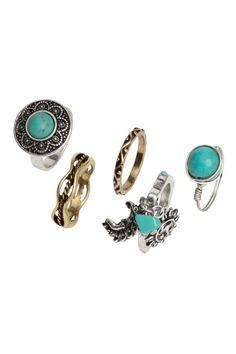 Balení: 5 prstenů: H&M LOVES COACHELLA. Prsteny z patinovaného kovu. Tři z nich mají korálky, které vypadají jako kameny.