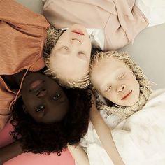 "Vinicius Terranova Showcases the Beauty and Complexity of Black Skin Tones.In ""Flores Raras,"" Brazilian artist Vinicius Terranova photographs Lara and Mara, black twins with albinism, and. Twin Models, Young Models, Child Models, Black Models, Modelo Albino, Albino Twins, Pretty People, Beautiful People, Black Twins"