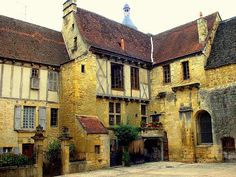 medieval house in Sarlat, in the Dordogne department in Aquitaine. Sarlat is one of the most attractive & alluring towns in SW France. Medieval Houses, Medieval Life, The Places Youll Go, Places To Visit, La Roque Gageac, Belle France, Juan Les Pins, Houses In France, French Architecture