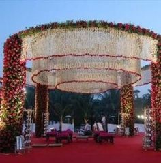 Beautiful Wedding Reception Decoration Ideas - Put the Ring on It Wedding Hall Decorations, Marriage Decoration, Wedding Entrance, Wedding Mandap, Flower Decorations, Wedding Stage Design, Bridal Shower Centerpieces, Indian Wedding Photography, Garden Table