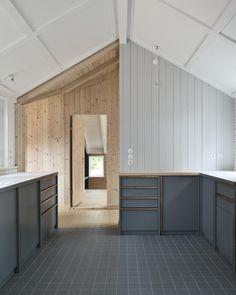 Bakkedraget is a reinterpretation of historic cottage. It is designed by Johansen Skovsted Arkitekter in collaboration with Lasc Studio. Kitchen Interior, Kitchen Design, Separating Rooms, Interior Architecture, Interior Design, Old Cottage, Empty Room, Log Homes, Kitchen And Bath