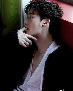 Lee Jong Suk lays on the charms even in the behind-the-scene cuts of his photoshoot with 'Esquire' Asian Actors, Korean Actors, Korean Dramas, Korean Men, Lee Jong Suk Wallpaper, Up10tion Wooshin, Lee Jung Suk, Lee Jong Suk Hot, Jung Woo