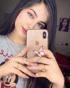 Cute nails and rings - ChicLadies. Cute Girl Poses, Girl Photo Poses, Girl Photography Poses, Cute Girls, Moon Photography, Stylish Girls Photos, Stylish Girl Pic, Beautiful Girl Photo, Cute Girl Photo