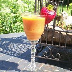 Smoothie de fresa, mango y albahaca @ allrecipes.com.mx