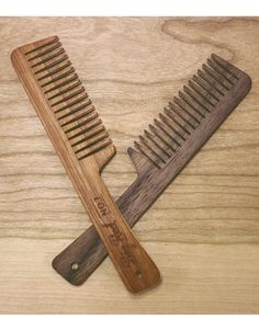 This listing is for 1 Walnut No.7 Beard Comb Big Reds classic Beard comb. Offering the most teeth, the No.7 is an all around comb suited to any