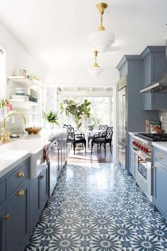 Beautiful patterned kitchen floors to add a little bit of pop / Interior design