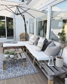28 Elite Balcony Couch Design ideas With Pallets That Make You Feel Comfortable . - Balcony Couch , 28 Elite Balcony Couch Design ideas With Pallets That Make You Feel Comfortable . 28 Elite Balcony Couch Design ideas With Pallets That Make You Fee. Outdoor Lounge, Outdoor Spaces, Outdoor Living, Outdoor Decor, Outdoor Pergola, Diy Pergola, Pergola Ideas, Terrace Design, Patio Design