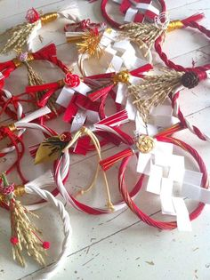 New Year Wreath Mizuhiki Crafter Toshiko Uchino New Year's Crafts, Cute Crafts, Diy And Crafts, Arts And Crafts, Japanese New Year, Japanese Paper, Japanese Ornaments, Asian Cards, Japanese Colors
