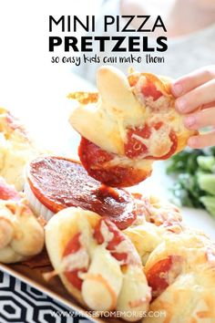 Mini Pizza Pretzels - A super easy and fun dinner that kids can help with!