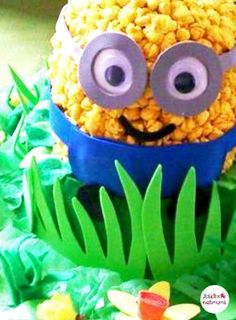 How about a Minion themed Easter bonnet for a boy this year? Struggling for Easter bonnet ideas for boys? We've got loads of brilliant bonnet ideas for you to make, featuring everything from dinosaurs to Batman. Boys Easter Hat, Easter Bonnets For Boys, Easter Arts And Crafts, Easter Parade, Cute Cards, Hobbies And Crafts, Minions, Boy Or Girl, Dinosaurs