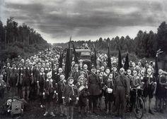Pioneers defense drill, Leningrad - Viktor Bulla (1937)