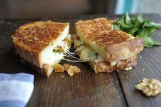 Ostesmørbrød med gorgonzola, fiken og valnøtter